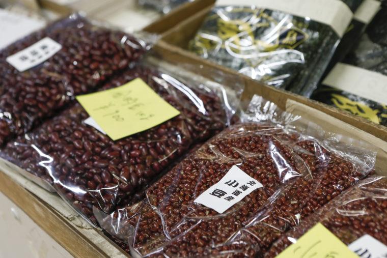 豆など相場で値段が変わりやすい商品も、なるべく同じ値段で