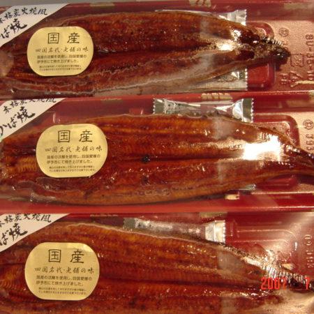 土用の丑を前に、国産ウナギ長焼きを特売します